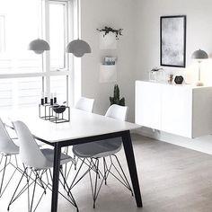 """657 Likes, 8 Comments - Inspiration, home and interior (@waspsliving) on Instagram: """"Smuk minimalistisk stue med detaljer i sort/hvid hos @_bylilli ! Find de fine VertiPlants på…"""""""