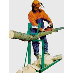 The Smart-Holder is the saw horse you have been looking for! Don't worry about dulling your chain saw anymore. The Smart-Holder clamps down on the wood, holding it in place so that it can be cut easily. Diy Wood Projects, Wood Crafts, Chainsaw Mill Plans, Wood Cutter, Log Holder, Wood Logs, Fire Wood, Green Woodworking, Cool Paintings