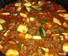 Pieta's hapjes: Italiaanse stoofschotel Goulash, Slow Cooker, Chili, Main Dishes, Curry, Soup, Favorite Recipes, Pasta, Meat