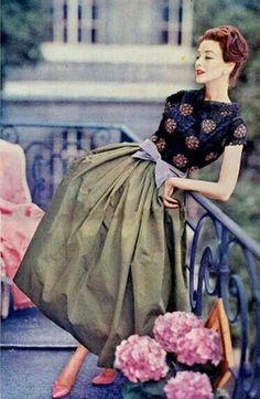 Vintage Fashion: fashion by Jean Patou Moda Vintage, Moda Retro, Vintage Mode, Vintage Style, 1950s Style, 50s Vintage, Fifties Fashion, Retro Fashion, Vintage Fashion