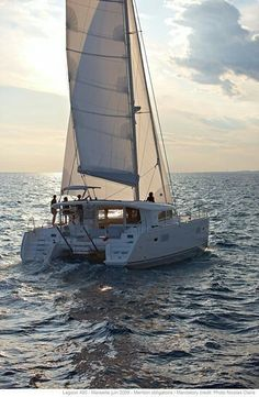 Lagoon 400 - Type:Catamaran - m - Daytime Sailing Gear, Sailing Catamaran, Yacht Boat, Sailboat Living, Living On A Boat, Sailing Holidays, Float Your Boat, Sailing Adventures, Dinghy