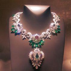@vancleefarpels Acapulco necklace set with 45.30 carats Zambian emeralds, 12.90 carats Madagascar sapphires, 14.99 carats Sri Lankan sapphires & diamonds is on display at @masterpiecelondon