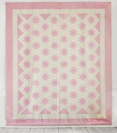 Pink & white star pattern quilt, USA - The Apartement