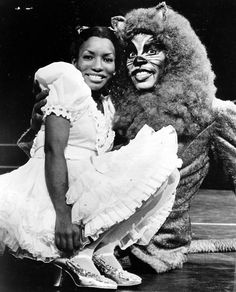 Stephanie Mills as Dorothy and Gregg Baker as the Lion in The Wiz, (Photo by Afro American Newspapers/Gado/Getty Images) Female R&b Singers, Stephanie Mills, Glinda The Good Witch, Queen Latifah, Universal Pictures, Black And White Pictures, Black History Month, The Wiz, Musicals