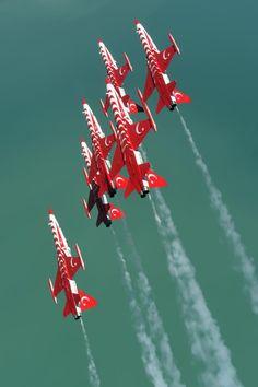 Türk Yıldızları Turkish Soldiers, Turkish Army, Military Jets, Military Aircraft, Gas Turbine, Red Arrow, Great Power, Jet Plane, Air Show