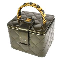 Auth CHANEL Quilted CC Cosmetic Pouch Bag Green Patent Leather Vintage  462-6ww  CHANEL  CosmeticPouchBag a928be33fea9e