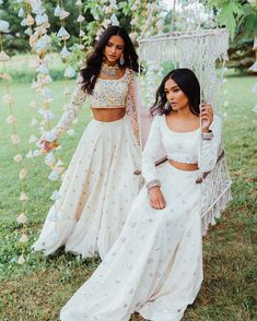 Looking to shop your bridal wear in Toronto? Then you have to check out this complete list of Toronto Lehenga Shopping brands. Indian Gowns, Indian Attire, Indian Ethnic Wear, Pakistani Dresses, Pakistani Bridal, Pakistani Suits, Indian Bridal, Indian Skirt, Dress Indian Style