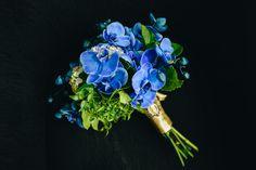 Buquê de noiva azul. Blue Bouquet. #wedding #weddingbouquet #buque #buquecasamento. Casamento Jheni e Veto por Jackelini Kil Fotografia
