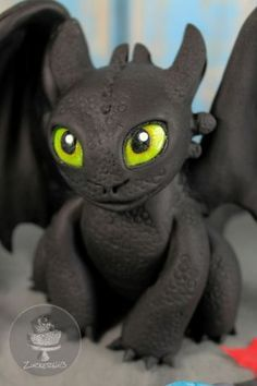 Toothless Cake - cake by Zuckersüß - CakesDecor Dragon Birthday Cakes, Dragon Birthday Parties, Dragon Cakes, Dragon Party, Toothless Cake, Toothless Dragon, Toothless Tattoo, Toothless Costume, Fondant Cakes