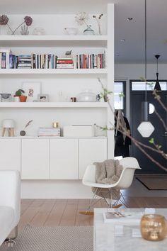 Suvi's Beautiful Modern Home aan de westkust van Finland Interior Design Boards, Beautiful Interior Design, Interior Design Inspiration, Home Decor Inspiration, Decor Interior Design, Beautiful Modern Homes, Modern Style Homes, Styling Bookshelves, Bookshelf Design