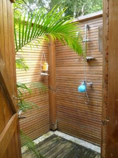 outdoor shower for garden Outdoor Pool Shower, Outdoor Shower Enclosure, Outdoor Baths, Outdoor Bathrooms, Garden Shower, Garden Pool, Outside Showers, Bamboo House Design, Rest House
