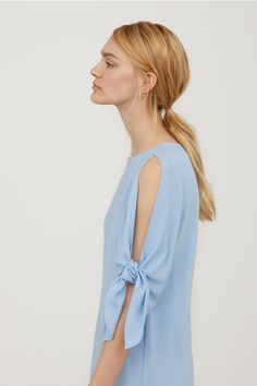 Šaty s vázačkou na rukávu - Bleděmodrá - ŽENY | H&M CZ : 599,-