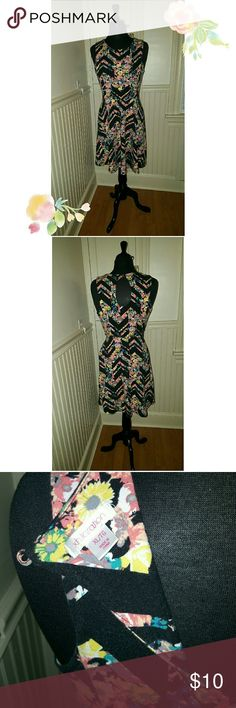Sleeveless chevron and floral skater dress Super comfy and cute skater dress. Chevron and floral pattern with slightly open back. Worn two times. In Excellent condition.  Xhileration by Target size XL but fits like a size 12. Xhilaration Dresses Midi