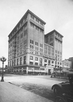 ca. 1912 The Los Angeles Athletic Club located on the northeast corner of 7th and Olive at 431 West 7th Street. In 1911, construction on a new club building began at Seventh and Olive Streets on the site of the former Hotel Baltimore. John Parkinson and Edwin Bergstrom were the architects. The Beaux Arts building stands twelve stories tall and features pressed brick with a trim of terra cotta. The Los Angeles Athletic Club opened its new gym in 1912, 32 years after it was established in…