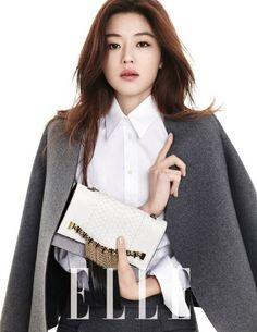 Jun Ji Hyun is simply chic for 'Elle'   http://www.allkpop.com/article/2014/01/jun-ji-hyun-is-simply-chic-for-elle