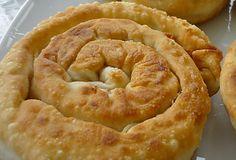"""Το παραδοσιακό """"σαλιγκάρι' της Σκοπέλου! Υπέροχη τυρόπιτα,με τη νοστιμιά της φέτας και του τηγανιού! Για το φύλλο: 500γρ. αλεύρι μαλακό * 2 αβγά 5-6 κ.σ"""