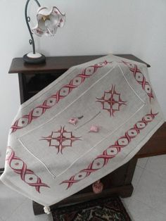 Hand Embroidery Designs, Decorative Boxes, House, Ideas, Home Decor, Log Projects, Embroidered Towels, Tutorials, Decoration Home