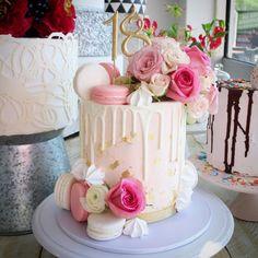 58 trendy ideas for birthday cake 21st Birthday Cakes, Birthday Cakes For Women, Birthday Parties, Cute Cakes, Pretty Cakes, Beautiful Cakes, Macaroon Cake, Macaron, 18th Cake