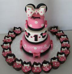 Minnie Bow Cake minnie-mouse-birthday-party-ideas