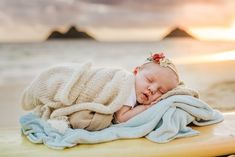 How to Take Good Beach Photos Family Photos With Baby, Beach Family Photos, Baby Photos, Baby Beach Pictures, Newborn Pictures, Beach Kids, Girl Beach, Beach Babies, Newborn Beach Photography