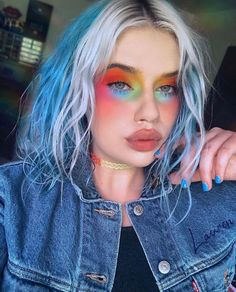 beauty makeup looks Aesthetic Hair, Aesthetic Makeup, Cute Hairstyles For Short Hair, Curly Hair Styles, Oil Makeup Remover, Queen Makeup, Creative Makeup Looks, Maquillage Halloween, Dye My Hair