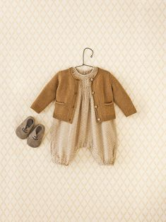 Gender neutral clothes Rustic Style Outfit for Baby Baby Girl Fashion, Toddler Fashion, Kids Fashion, Vintage Baby Clothes, Baby Kids Clothes, Best Baby Clothes Brands, Boho Baby Clothes, Black Clothes, Vintage Clothing