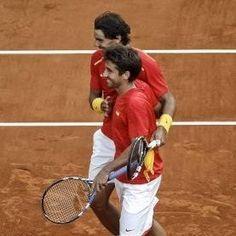 Rafa Nadal y Marc  en un partido de dobles del Copa Davis en septiembre de 2013…