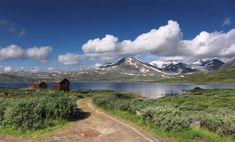 trilha terminando em lago