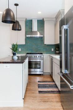 Beautiful white kitchen cabinets with bold teal kitchen backsplash Small Kitchen Redo, Teal Kitchen, Kitchen Layout, Kitchen Decor, Craftsman Remodel, Kitchen Cabinetry, Kitchen Backsplash, Cabinets, Best Kitchen Designs