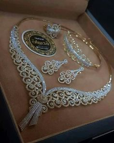 American Diamond Heavy Necklace Set - Another! Diamond Jewelry, Gold Jewelry, Vintage Jewelry, Fine Jewelry, Diamond Bracelets, Men's Jewellery, Diamond Earrings, Designer Jewellery, Jewelry Necklaces