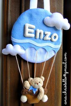Porta de maternidade do Enzo Baby Crafts, Felt Crafts, Diy And Crafts, Felt Wreath, Baby Banners, Felt Baby, Patch Quilt, Felt Fabric, Soft Dolls