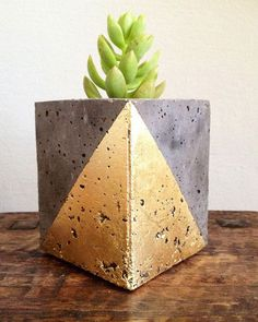 Mod concrete planter geometric gold leaf by veryfinesouth on Etsy (Beauty Art Diy) Concrete Crafts, Concrete Projects, Concrete Design, Diy Concrete Planters, Diy Planters, Succulent Planters, Succulents Garden, Diy Garden Projects, Easy Diy Projects
