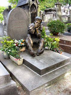 The tombstone of Vaslav Nijinsky is in Cimetière de Montmartre in Paris. The statue, donated by Serge Lifar, shows Nijinsky as the puppet Petrouchka.
