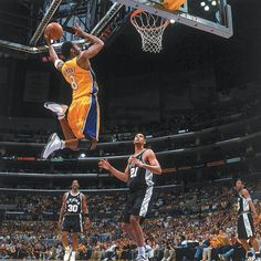 Kobe Bryant the Los Angeles Lakers GOAT caught dunking against the San Antonio Spurs in 2001 Basketball Art, Basketball Legends, Basketball Players, Nba Stars, Sports Stars, Sports Illustrated, Kobe Bryant Pictures, Kobe Bryant 24, Kobe Bryant Black Mamba