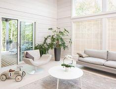 Viimeistele valkoinen kotisi kauniilla ikkunoilla. ⭐️ #decor #window #ikkunat #home #house #inspiration Divider, Room, House, Furniture, Home Decor, Bedroom, Decoration Home, Home, Room Decor