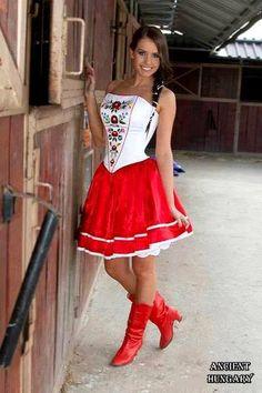 Szép jó napot, magyarok! :) Good morning world! Hungarian Women, Folk Fashion, Womens Fashion, Folk Costume, Classy Women, Festival Outfits, Fashion History, Traditional Dresses, Folklore