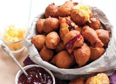 recipe: Vetkoek This recipe makes 20 to 25 mini vetkoek. Perfect for a bite sized snack on a long road trip.This recipe makes 20 to 25 mini vetkoek. Perfect for a bite sized snack on a long road trip. South African Dishes, South African Recipes, Kos, Ma Baker, Bite Size Snacks, Snack Recipes, Cooking Recipes, Bread Recipes, Cooking Fish