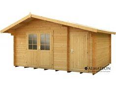 Chalet en sapin, de 12.98 m². Modèle : WW-37. Dimensions : 440 x 295 x 268 cm.'abri WW-37 est confectionné en sapin blanc, un bois d'origine scandinave spécialement sélectionné sur des latitudes élevées pour garantir une qualité haut de gamme. Ce bois procure une merveilleuse résistance aux intempéries et une isolation optimale. Les emboîtements de madriers de 28 mm garantissent la solidité et la stabilité de votre abri. Il dispose d'une remise intégrée