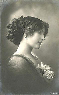 Lily Leslie