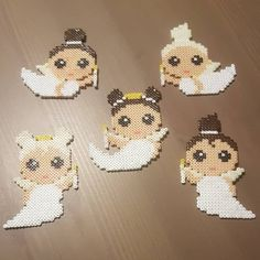 Lidt krea hygge. Engle til jul 👼🎄 #krea #becreative #engle #hyggetid #angels #hamabeads #hamaperler #hamamini #juleengle #lovekrea… Perler Bead Designs, Hama Beads Design, Melty Bead Patterns, Hama Beads Patterns, Beading Patterns, Fuse Beads, Pearler Beads, Christmas Perler Beads, Perler Bead Mario