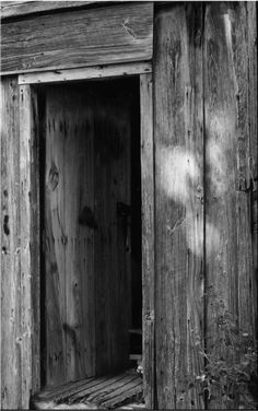 I feel this is the opposite of what i want to do, as the light wants to reach the dark but i like the way the door is old and dirty. It gave me more ideas on how to design the door.