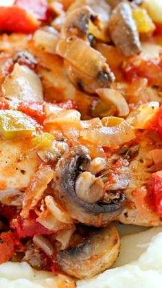 Chicken Cacciatore Recipe ~ Full of chicken and vegetables in a flavorful tomato sauce... It's an easy, comforting and healthy dinner the whole family will love!