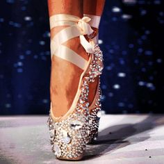 LOVE THESE POINTE SHOES!!!