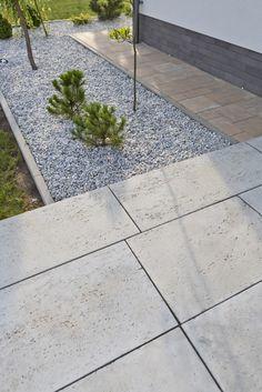 Płyty tarasowe Trawertyn, kolor: kamienna szarość Backyard, Patio, House Entrance, Pathways, Garden Design, Entryway, Sidewalk, New Homes, Gardening