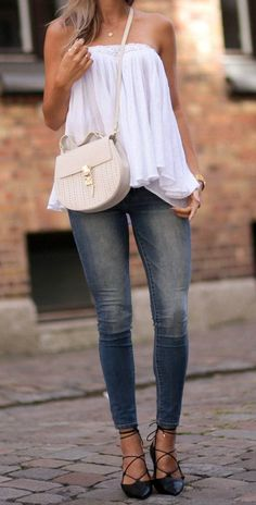 A simple white blouse and skinny denim jeans can make the perfect every day summer outfit