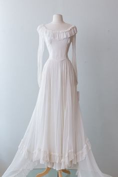 Xtabay Vintage Clothing Boutique - Portland, Oregon: Dress Archive, May 2019 Through June 2019 Elegant Dresses, Pretty Dresses, Vintage Dresses, Vintage Outfits, Vintage Clothing, Vintage Fashion, Old Wedding Dresses, Punk Fashion, Lolita Fashion
