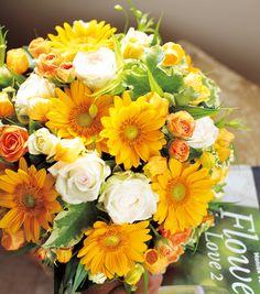 夏&秋のウエディングに♪日差しを浴びてより輝くオレンジ&白のブーケ