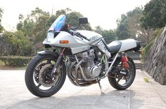 Suzuki Katana - loved this bike Suzuki Cafe Racer, Suzuki Motorcycle, Cool Motorcycles, Vintage Motorcycles, Old Scool, Moto Car, Japanese Motorcycle, Suzuki Gsx, Classic Bikes