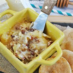 Honey Pecan Baked Brie Dip with Pie Crust Dippers.melt the Brie separately and then drizzled the honey and pecans on afterwards. Yummy Appetizers, Appetizer Recipes, Snack Recipes, Dessert Dips, Desserts, Baked Brie, Fall Recipes, Finger Foods, The Best