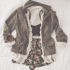 What a cute outfit. Floral shorts, w/ black crop & army jacket . Spring Summer Fashion, Spring Outfits, Autumn Fashion, Style Summer, Look Fashion, Teen Fashion, Fashion Outfits, Fashion Clothes, Indie Fashion